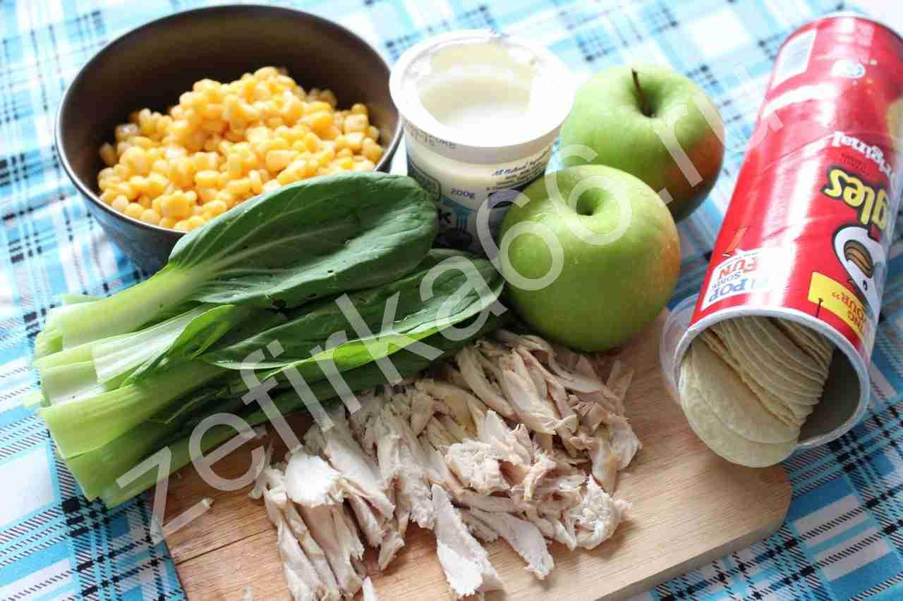Подготовка ингредиентов для рецепта: оригинальный салат с чипсами
