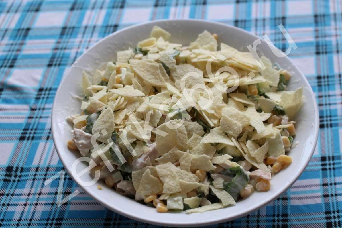 Изображение готового блюда: Оригинальный салат с чипсами